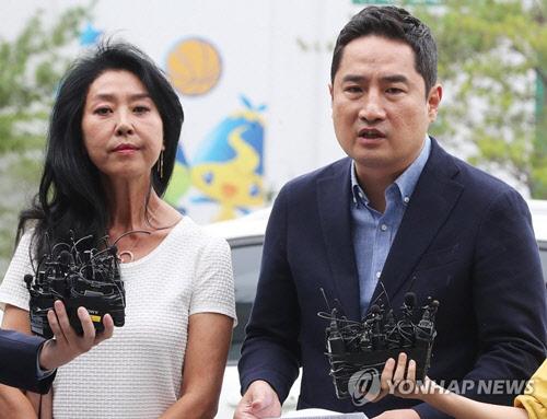 """김부선 변호사로 출석한 강용석 """"이재명, 법의 심판 받게 할 것"""""""